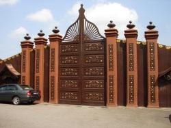 Istana Balai Besar Gate