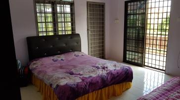 Master Bedroom dengan balkoni